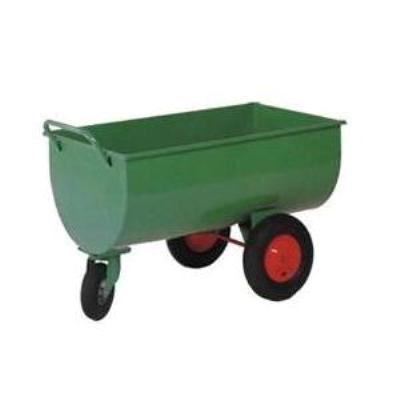 Carretilla metálica para pienso pintada en verde con 3 ruedas